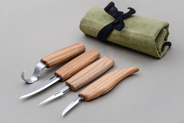 S09 – Set of 4 Knives in Tool Roll