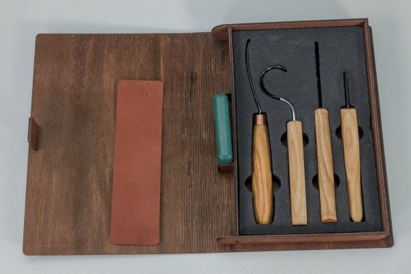 S43L book – Spoon and Kuksa Carving Professional Set with Knives and Strop in a Book Case BeaverCraft (left-handed)